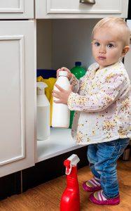 Otrava detí je dosť častá domácimi čistiacimi prostriedkami